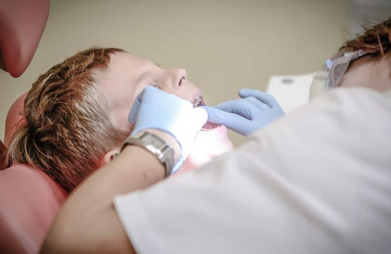 Consulter un dentiste une fois par an