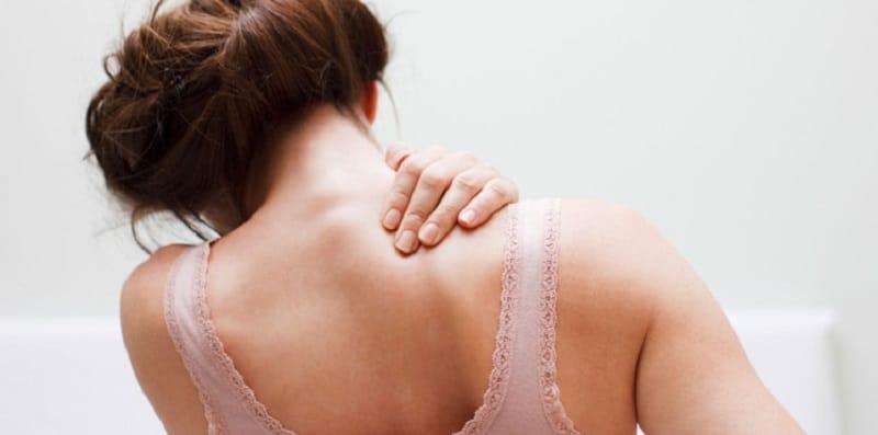 Les douleurs à l'omoplate droite explications
