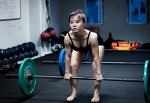 Le soulevé de terre jambes tendues : quels avantages ?