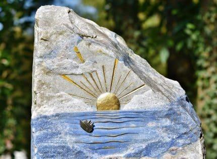 Pompes funèbres : quel est le prix d'une pierre tombale ?
